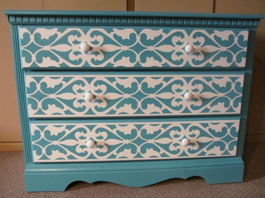 decorazioni-con-gli-stencil-per-la-cassettiera